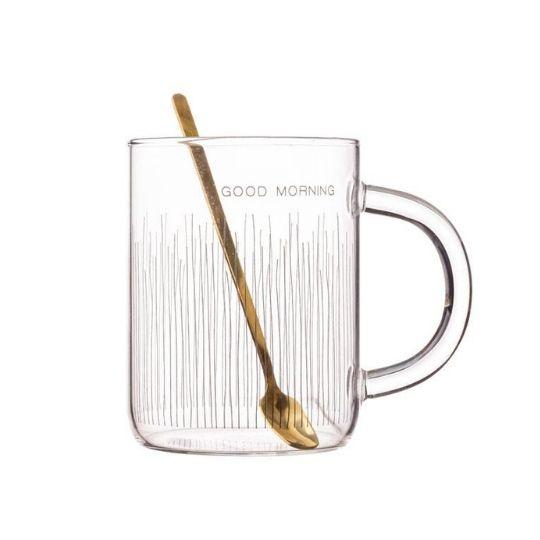 Caneca de vidro com colher dourada listrada